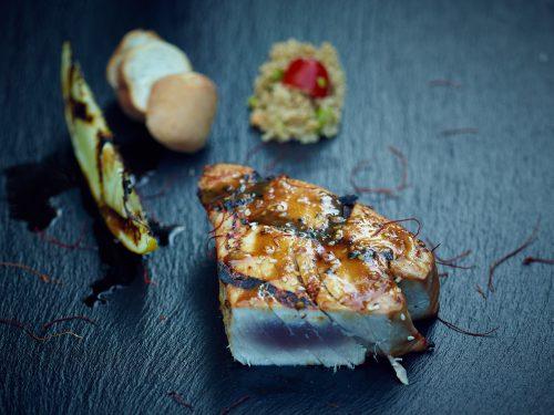 Christian Kuhlmann inszeniert BBQ Thunfisch